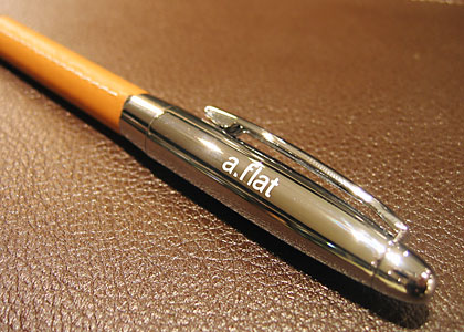 a.flatオリジナル本革ボールペン:画像3