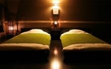 趣のある和モダン空間を演出した旅館の家具・インテリアコーディネート実例