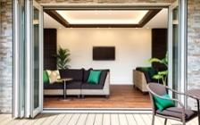 アジアンリゾート風の家具でリラックス感をテーマにした介護・福祉施設の実例