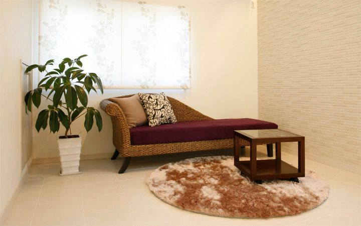 No.56 モデルルームの広いリビングに贅沢にレイアウトされたソファが魅力的なアジアンインテリア:画像2