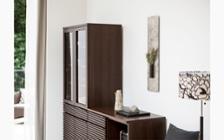 ルーバーデザインの収納家具をメインにレイアウトしたこだわりのリビングルーム:画像7