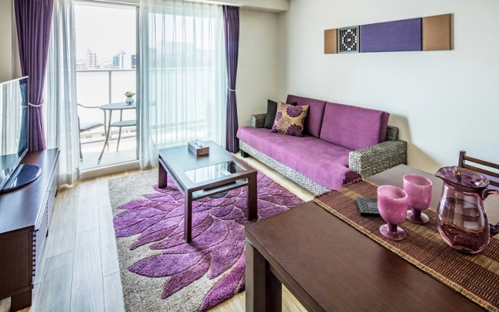 No.104 シックなパープルスタイルが映える都会のマンション空間:画像1