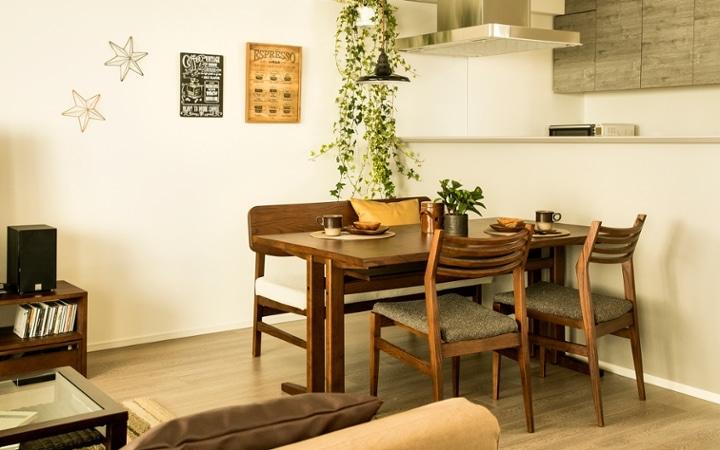 No.119 ダークブラウンのインテリアで統一、おしゃれな二人暮らし空間:画像4