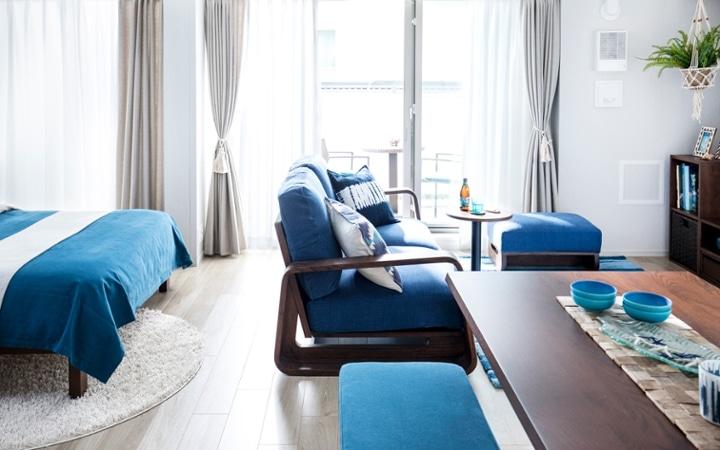 No.127 ブルーが映えるビーチスタイルの西海岸風インテリア ~海のようなリゾート空間をマンションで実現~:画像2
