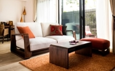 No.129 無垢材の家具でトータルコーディネート ~ぬくもり感じる赤の空間~