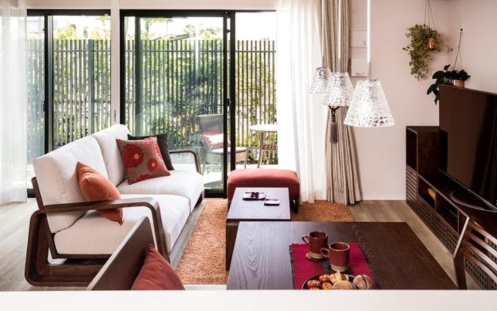 No.129 無垢材の家具でトータルコーディネート ~ぬくもり感じる赤の空間~:画像1